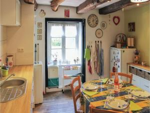 Hebergement Two-Bedroom Holiday Home in Noyal-Pontivy : photos des chambres