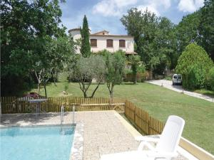 Hebergement Four-Bedroom Holiday home Mejannes-les-Ales with a Fireplace 04 : photos des chambres
