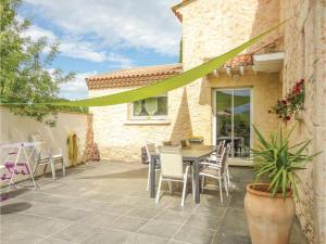 Hebergement Five-Bedroom Holiday Home in Thezan les Beziers : photos des chambres