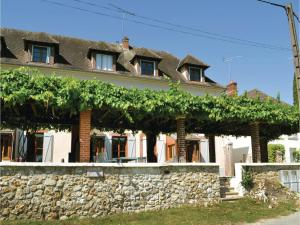 Hebergement Four-Bedroom Holiday Home in Jaulgonne : photos des chambres