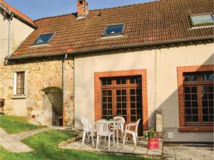 Hebergement Three-Bedroom Holiday Home in Jaulgonne : photos des chambres