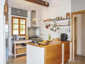 Hebergement Four-Bedroom Holiday Home in St. Etienne Les Orgues : photos des chambres