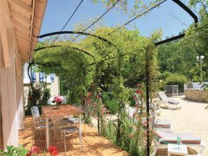 Hebergement Holiday Home Puy Saint Martin with a Fireplace 02 : photos des chambres