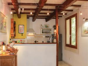 Hebergement Three-Bedroom Holiday Home in La Roche St Secret : photos des chambres