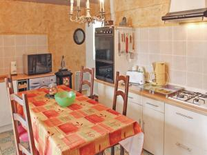 Hebergement Two-Bedroom Holiday Home in Jaujac : photos des chambres