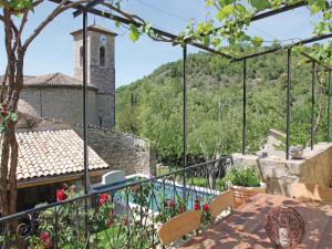 Hebergement Three-Bedroom Holiday home Rochecolmbe with a Fireplace 05 : photos des chambres