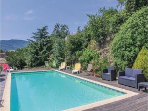 Hebergement Six-Bedroom Holiday Home in St Felicien : photos des chambres