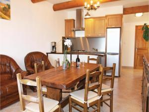 Hebergement Three-Bedroom Holiday Home in Sigoyer : photos des chambres