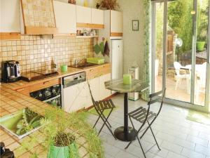 Hebergement Three-Bedroom Holiday Home in Tourbes : photos des chambres