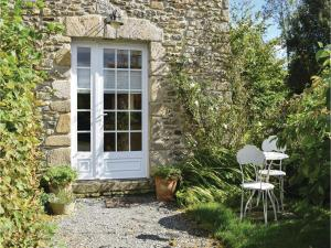 Hebergement Four-Bedroom Holiday Home in Monthuchon : photos des chambres