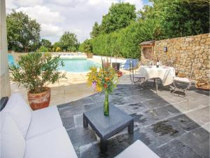 Hebergement Holiday home Dame Marie les Bois 61 with Outdoor Swimmingpool : photos des chambres