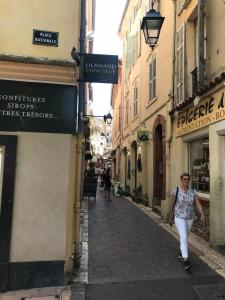 Appartement Sleep In Antibes City Center : photos des chambres