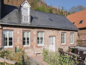 Hebergement Three-Bedroom Holiday Home in Fontaine le Dun : photos des chambres
