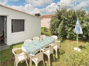 Hebergement Two-Bedroom Holiday Home in Moulezan : photos des chambres