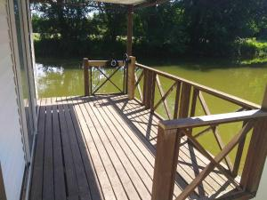 Hebergement Cottage flottant Saint Jean de Losne : photos des chambres