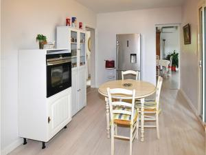 Hebergement Three-Bedroom Holiday Home in Caderousse : photos des chambres