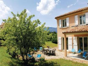 Hebergement Four-Bedroom Holiday Home in Saint Roman : photos des chambres