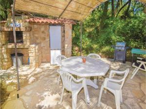 Hebergement One-Bedroom Holiday Home in Saint Micheol d'Euzet : photos des chambres