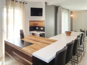 Hebergement Five-Bedroom Holiday Home in Saint-Jean-de-Vedas : photos des chambres