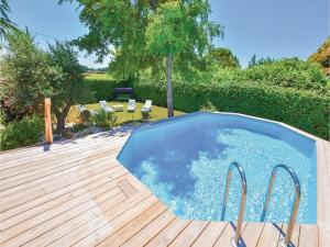 Hebergement Five-Bedroom Holiday Home in Lamotte Du Rhone : photos des chambres