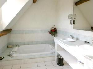 Hebergement Holiday home Rue du Val Corbon : photos des chambres