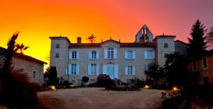 Hebergement Ruffiac Chateau Sleeps 15 Pool WiFi : photos des chambres