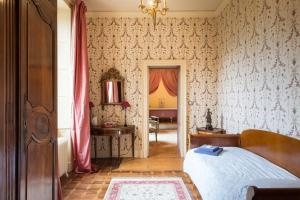 Hebergement Levernois Chateau Sleeps 15 Pool Air Con WiFi : photos des chambres