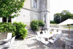 Hebergement Laugnac Chateau Sleeps 18 Pool WiFi : photos des chambres