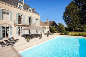 Hebergement Lans Chateau Sleeps 14 Pool Air Con WiFi : photos des chambres