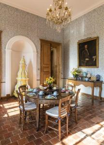 Hebergement Missery Chateau Sleeps 14 Pool WiFi : photos des chambres