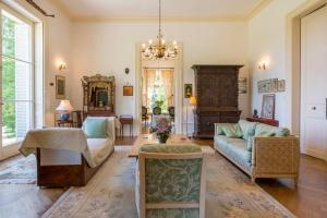 Hebergement Perrusson Chateau Sleeps 13 Pool WiFi : photos des chambres