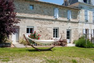 Hebergement Hiersac Chateau Sleeps 8 Pool WiFi : photos des chambres