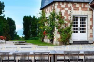 Hebergement Pennedepie Chateau Sleeps 22 Pool WiFi : photos des chambres