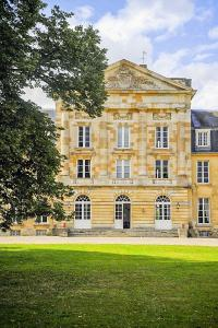Hebergement Courtomer Chateau Sleeps 15 WiFi : photos des chambres