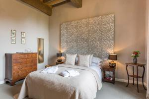 Hebergement Saint-Lary-Soulan Chateau Sleeps 21 Pool WiFi : photos des chambres