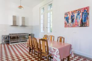 Hebergement Lorp-Sentaraille Chateau Sleeps 26 Pool WiFi : photos des chambres