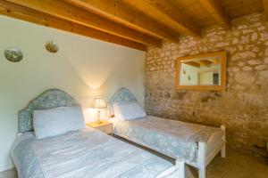 Hebergement Belluire Villa Sleeps 12 Pool WiFi : photos des chambres