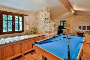 Hebergement Chermignac Villa Sleeps 6 Pool : photos des chambres
