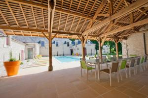 Hebergement Jaulnay Chateau Sleeps 14 Pool WiFi : photos des chambres