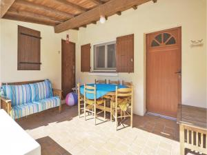 Hebergement Three-Bedroom Holiday Home in Ornaisons : photos des chambres