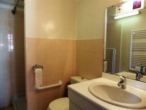Appartement Apartment Maguejea, 13 rue paul cere 7 : photos des chambres