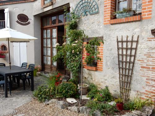 Holiday home Rue du Deversoir : Hebergement proche d'Avaray