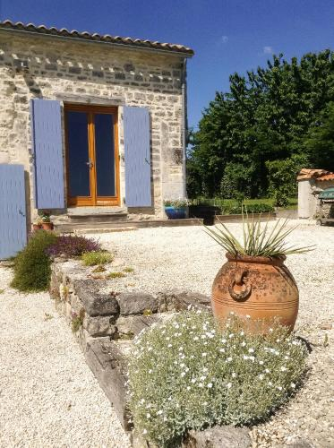Olive & thyme : Appartement proche de Fontaine-Chalendray