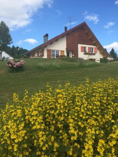Au Charnet : Chambres d'hotes/B&B proche de Remoray-Boujeons