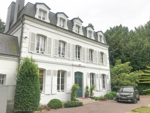 French Styled House Normandy : Hebergement proche de Rogerville