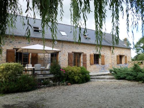 Le Poirier Roussel Bed And Breakfast : Chambres d'hotes/B&B proche de Saint-Denis-du-Maine