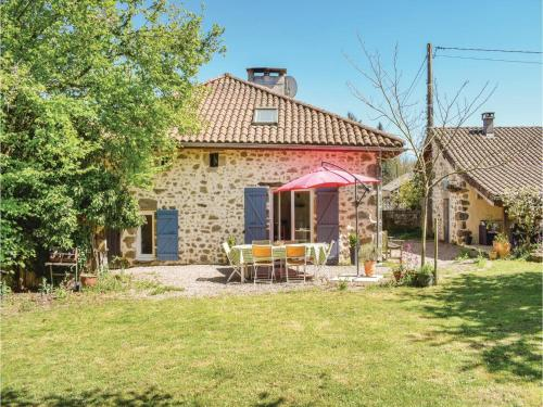 Three-Bedroom Holiday Home in Marval : Hebergement proche de La Chapelle-Montbrandeix