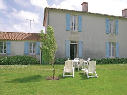 Holiday Home Le Riquet III : Hebergement proche de Chasnais