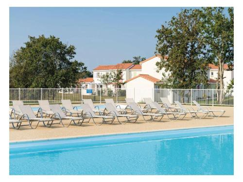 Holiday home Talmont St.Hilaire CD-880 : Hebergement proche de Le Girouard
