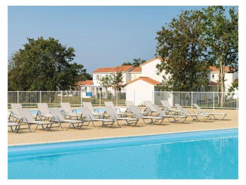Two-Bedroom Holiday Home in Talmont Saint Hilaire : Hebergement proche de Le Girouard